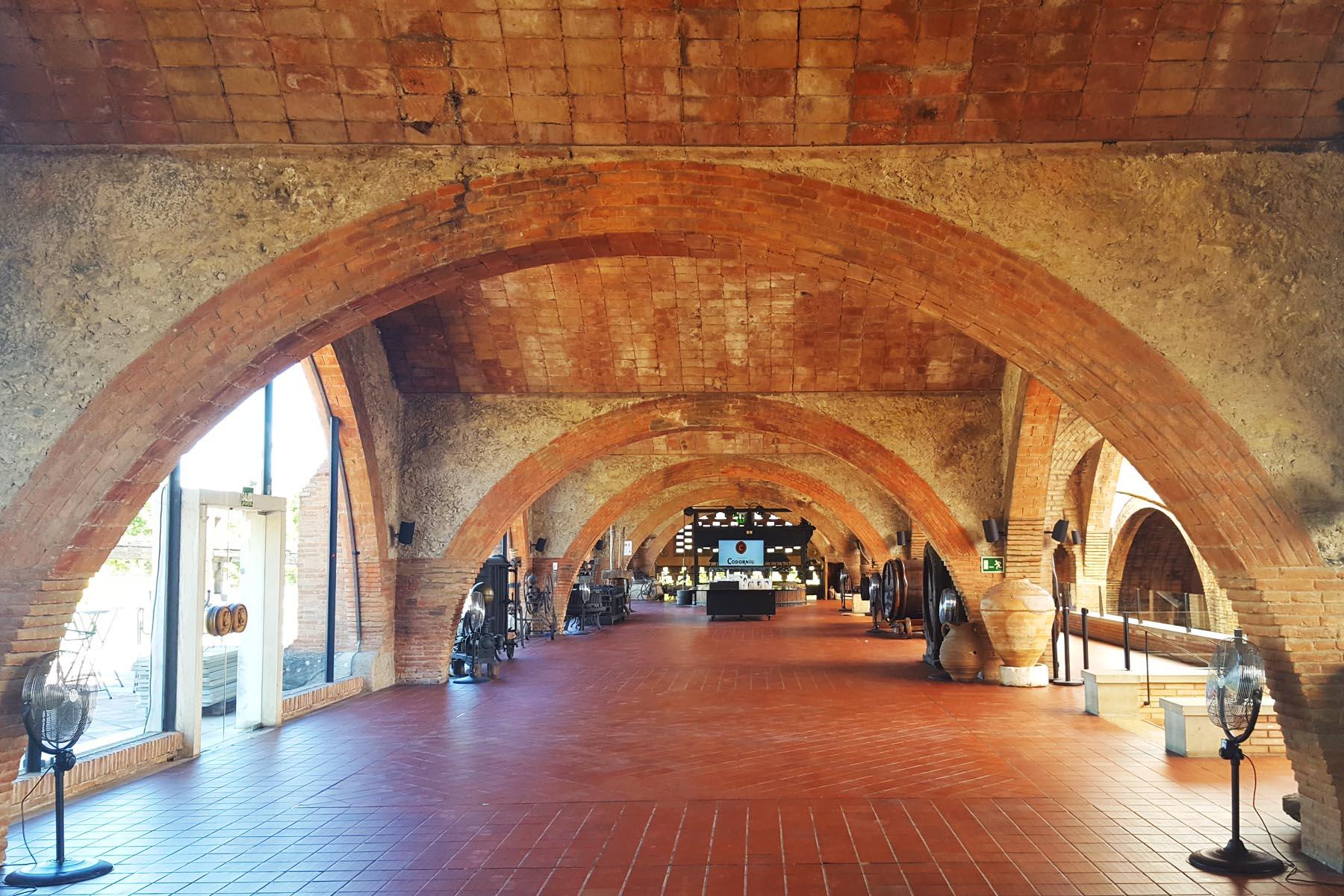 Экскурсия на Гору Монтсеррат и винные погреба (превью)