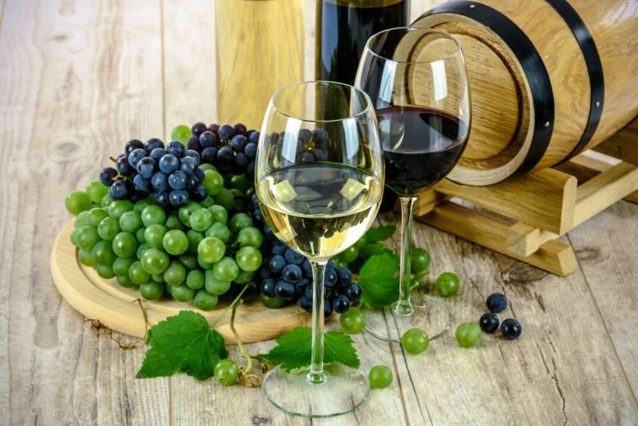 Дегустация вина в Барселоне. Фото вина в бокале