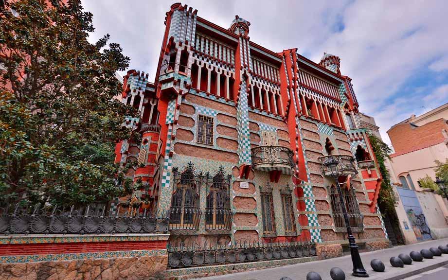 Достопримечательности Барселоны с гидом Олегом Дячком: дом Висенс Антонио Гауди
