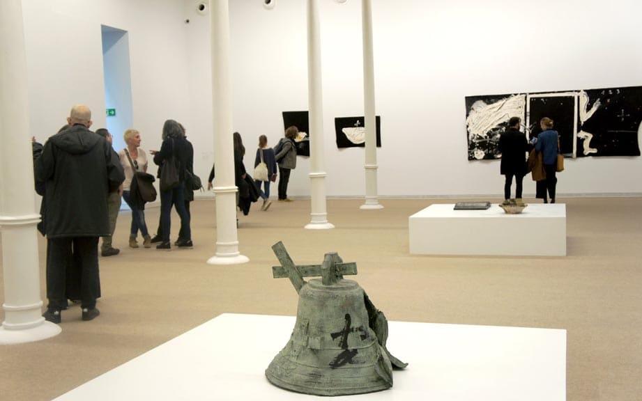 Выставка в фонде Антони Тапиеса в Барселоне